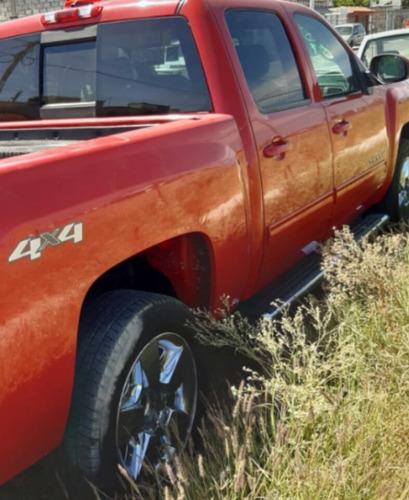camioneta chevrolet cheyenne roja