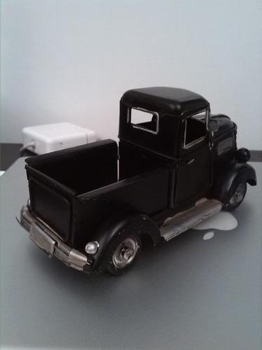 camioneta en hojalata tipo antigua de colección