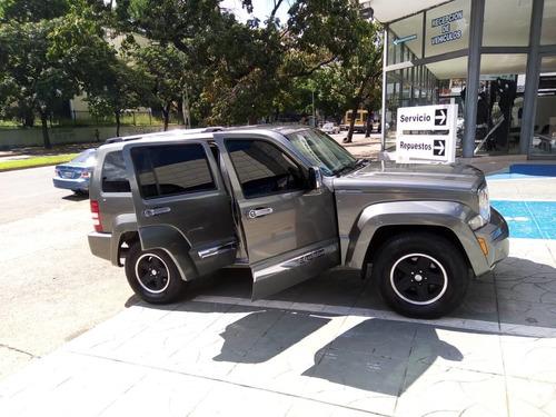 camioneta jeep  cherokee liberty kk año 2011