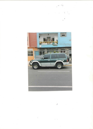 camioneta  mitsubishi pajero  petrolera 5 puertas