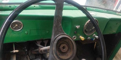 camionete f 75 em processo de restauração