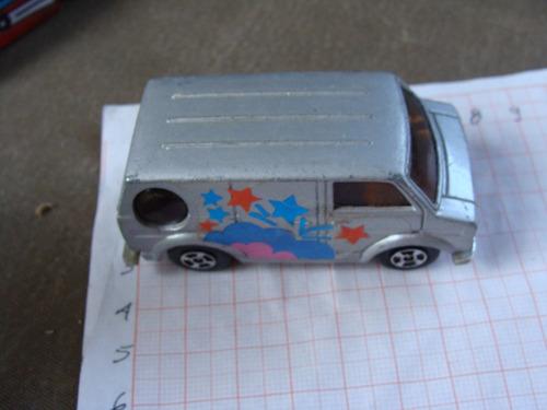 camionetita van, color gris, hong kong de los 80s