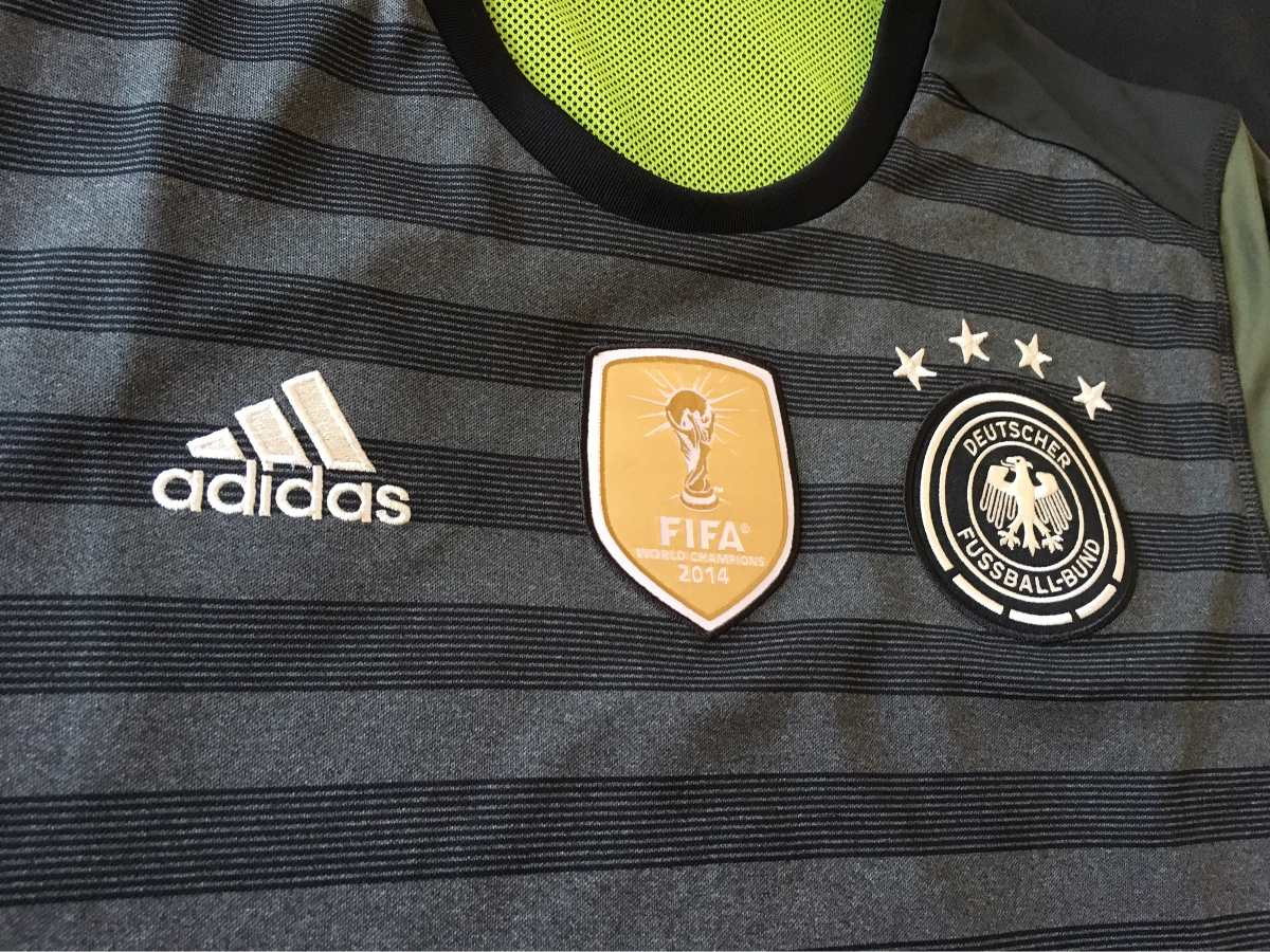 4ec1a1d25e camisa alemanha - 2015 2016 (dupla-face e patch campeão). Carregando zoom.
