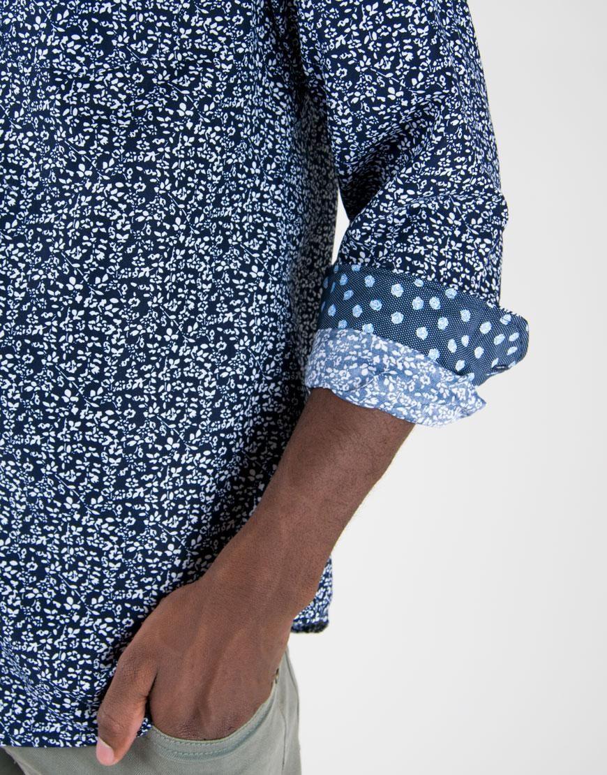 0c27160545 Camisa Azul Oscura Estampado De Flores Pequeñas -   135.576 en ...