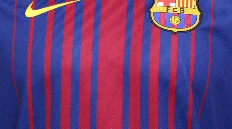 8a55ae350e70f Camisa Barcelona Feminina 2018 - R  139