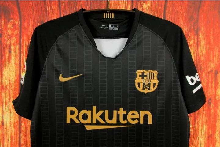 1d63e3eb47 Camisa Barcelona Preta E Dourada 18 19 Original - R  180