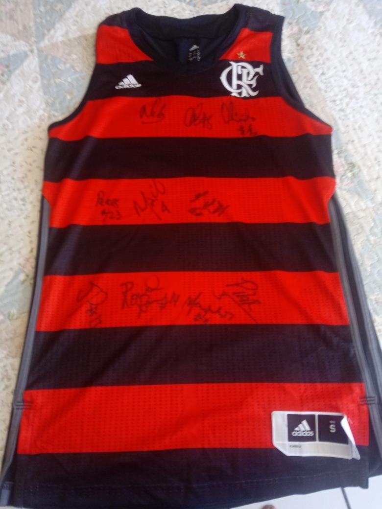 4ca2c656e4c06 Camisa Basquete Flamengo 17 18  autografada P  Jogadores - R  199