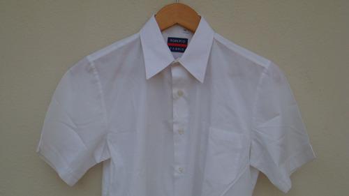 camisa blanca de niño