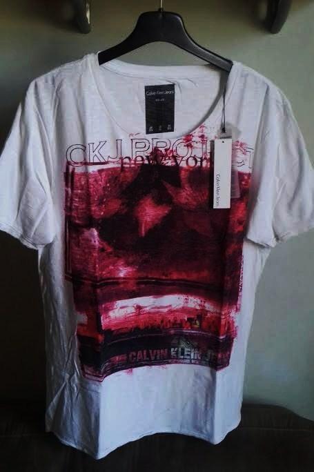 Encontre Camiseta Calvin Klein – Calçados, Roupas e Bolsas no Mercado Livre  Brasil. Encontre Camiseta Calvin Klein Masculina ... 911412fb69