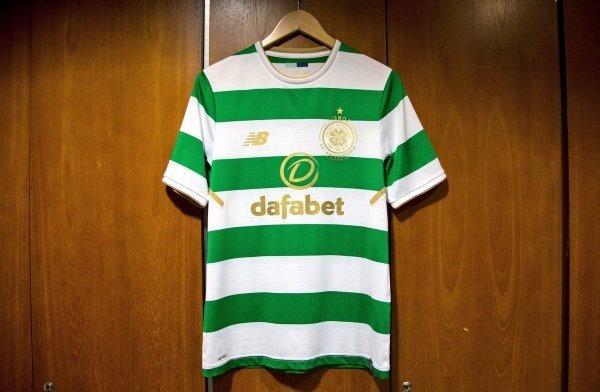 5bd3e9eca6605 Camisa Celtic 50 Anos Branco verde - R  149