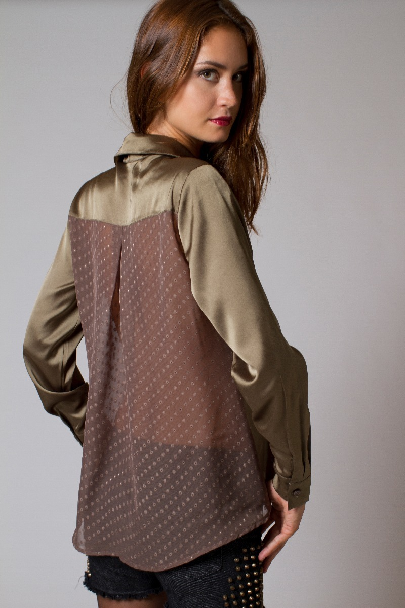 eb15054f4f camisa cetim comprida detalhe costas chifon 1808. Carregando zoom.