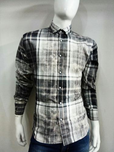 camisa cudrada gris