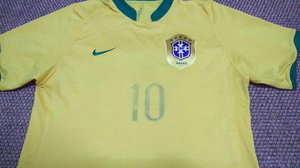 35f06ccfa9 camisa da seleção brasileira 2006 ronaldinho. Carregando zoom.