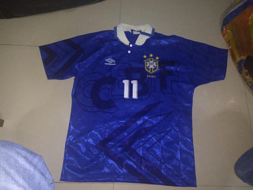 72bf1be149 camisa do brasil umbro 94 azul seleçao brasileira romário. Carregando zoom.