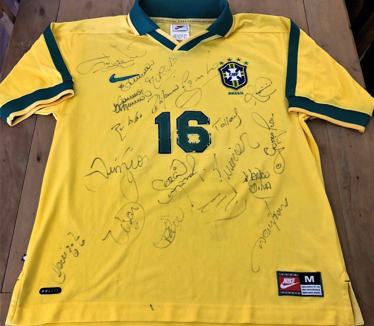 154eced2b2 camisa do brasil usada jogo 1997 autografada todos. Carregando zoom.