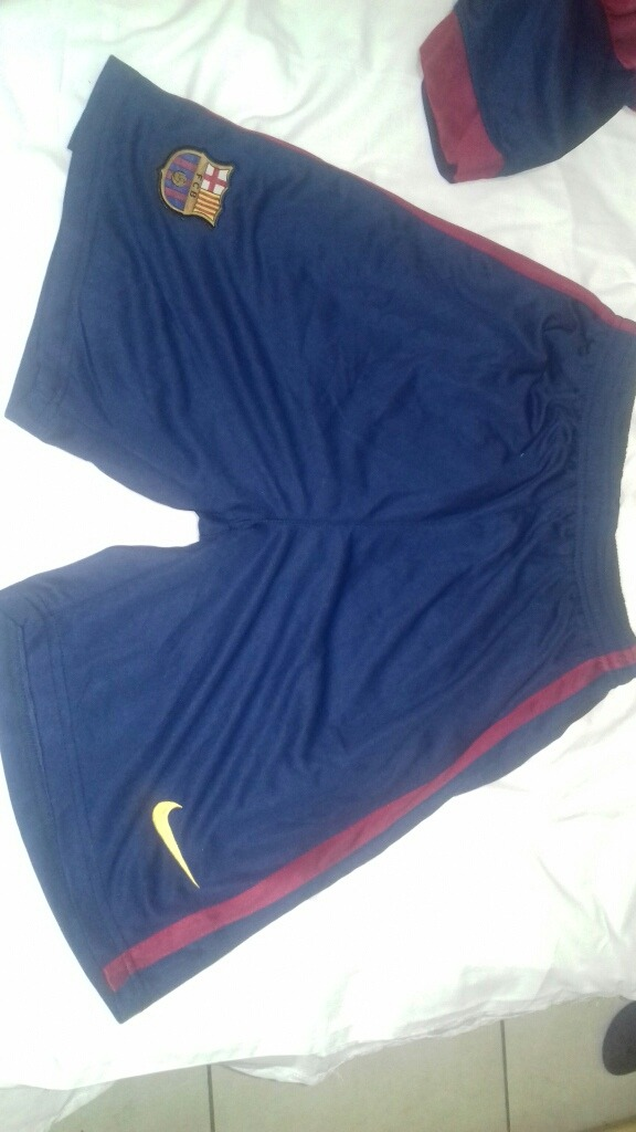 d186bb6e53e6b Camisa E Short Do Barcelona Novo .. Nunca Usado. Tamanho M . - R  50 ...