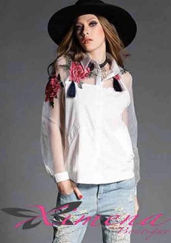 camisa elegante con transparencia y bordado mujer