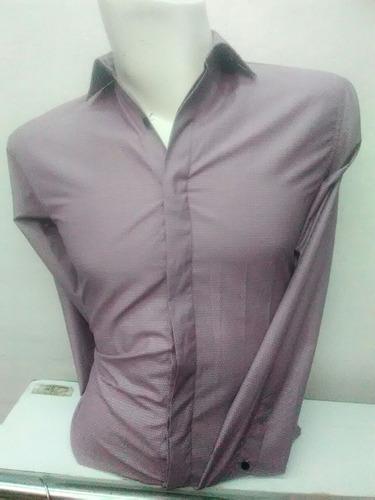 camisa em tono lila