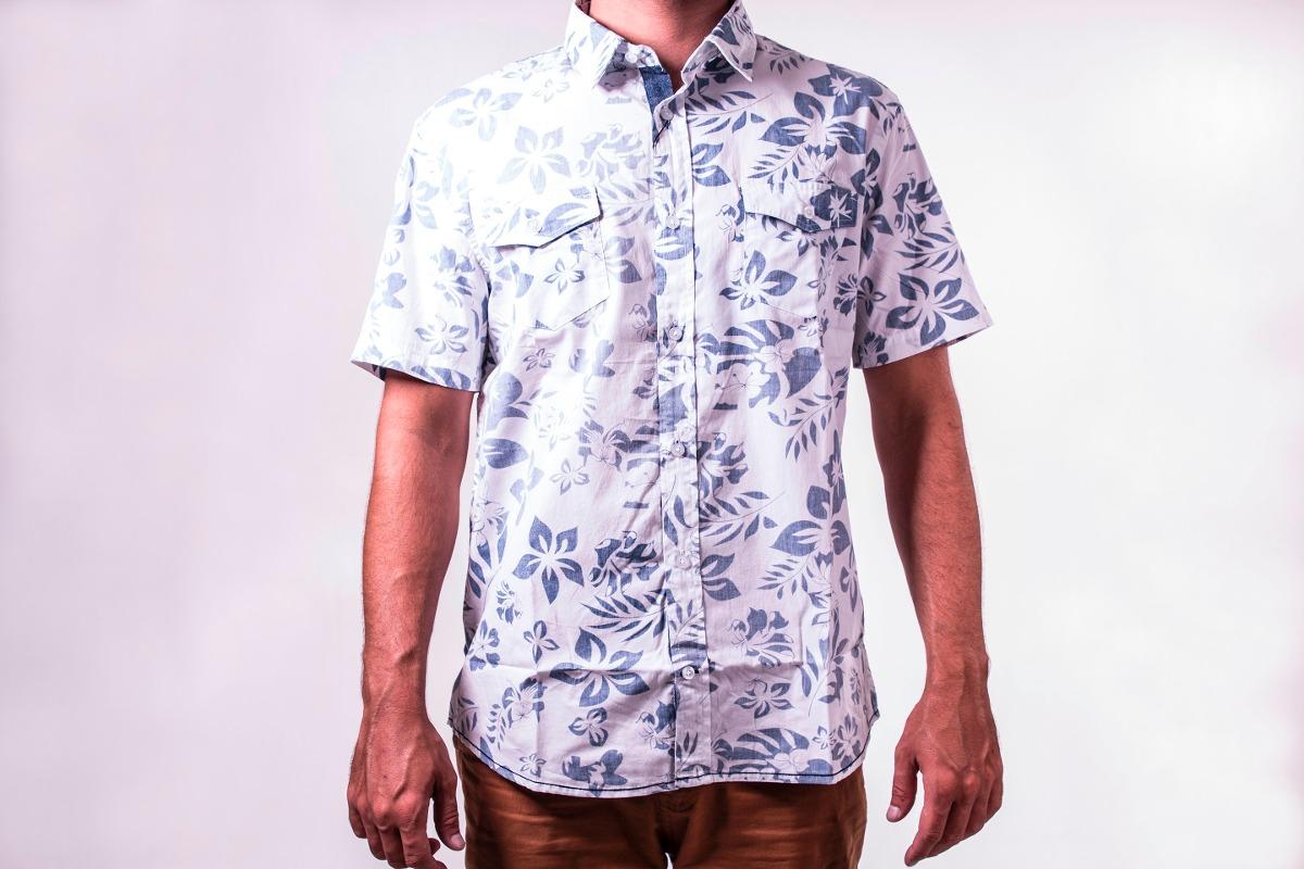 67068b420 camisa estampada florida branco e azul manga curta. Carregando zoom.