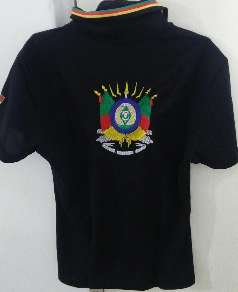 366180c1c1 camisa gola pólo feminina preta bandeira rs. Carregando zoom.