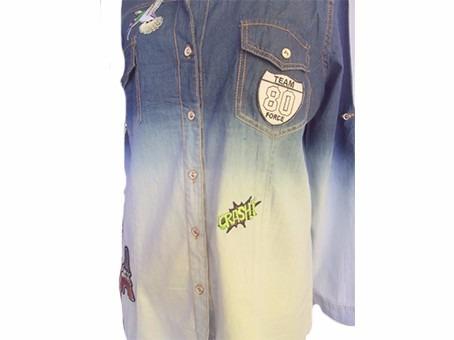 camisa jeans feminina com patch degrade dobra manga 2 cores