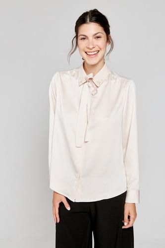 camisa manga larga con lazo en cuello y bordado yagmour