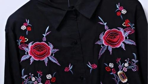 camisa negra bordada rosas  mujer