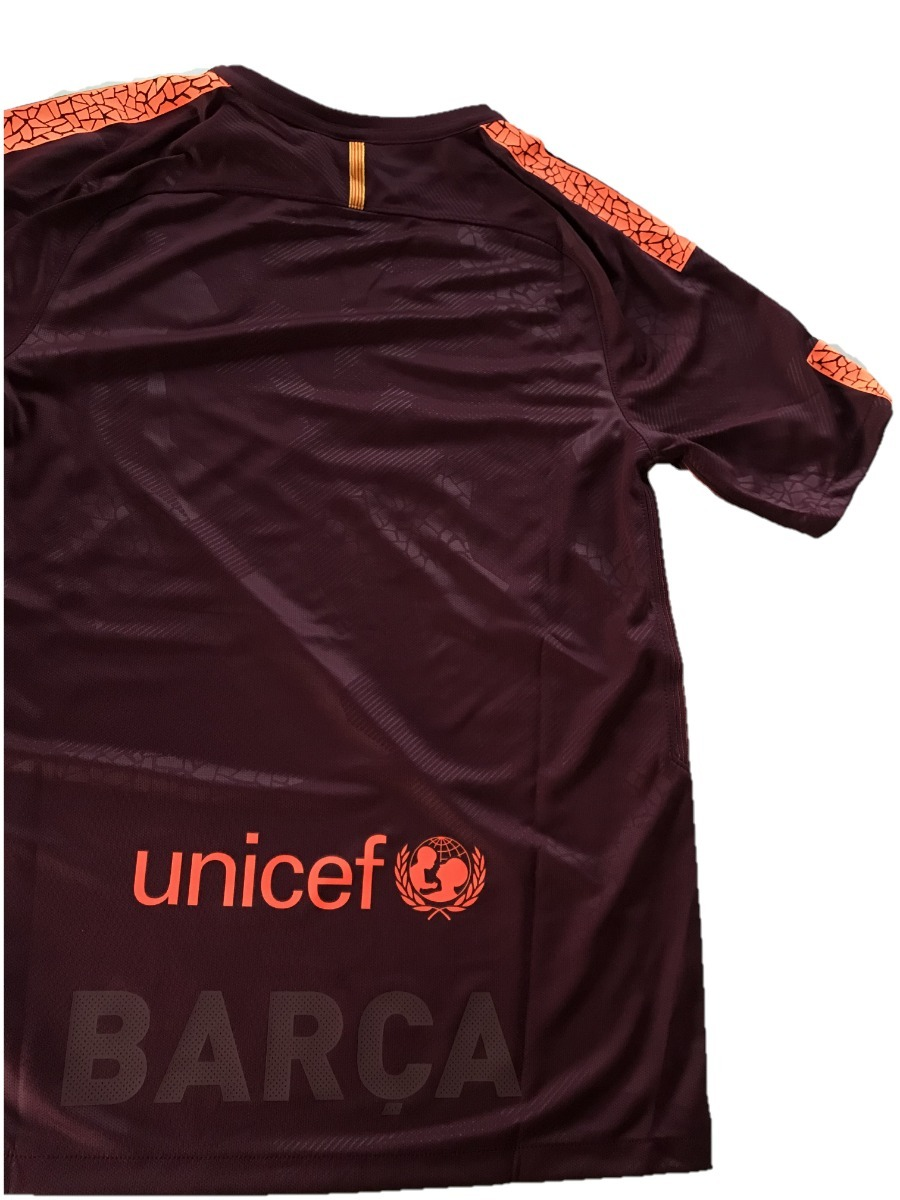 camisa nike barcelona 2017 2018 roxo modelo torcedor futebol. Carregando  zoom. 4838050c38c23