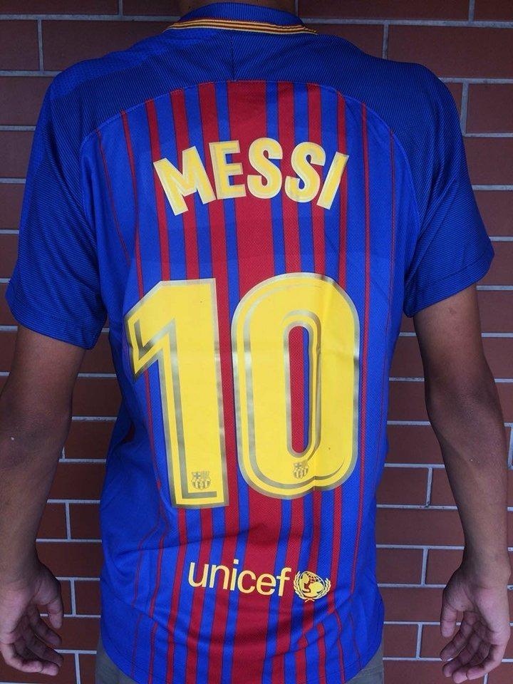 f085aea4c66e9 camisa oficial barcelona 2018 nike titular 10 messi. Carregando zoom.