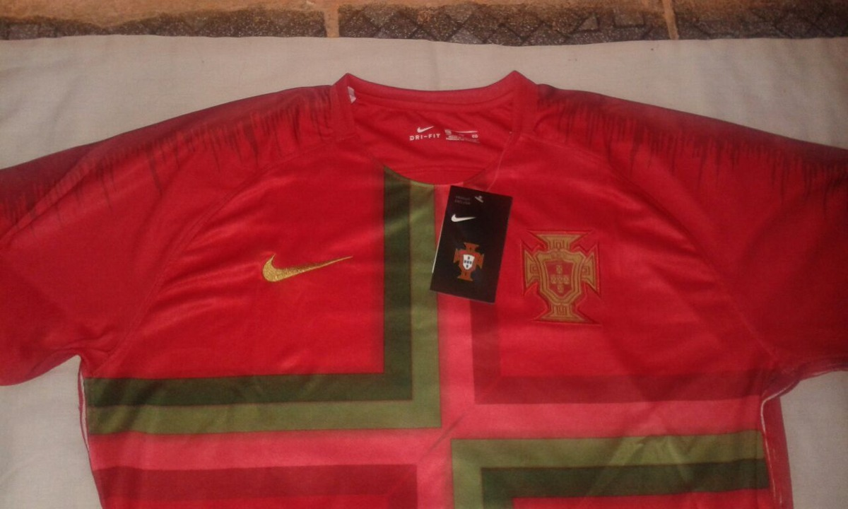 3f4318cd1c6cd camisa oficial da nike portugal copa do mundo 2018. Carregando zoom.