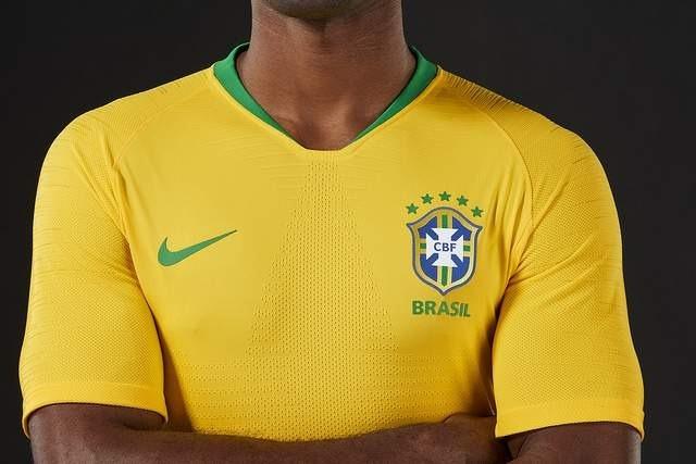Camisa Oficial Do Brasil 2018 - Uniforme 1 Frete Grátis - R  129 d8b4750f4100d