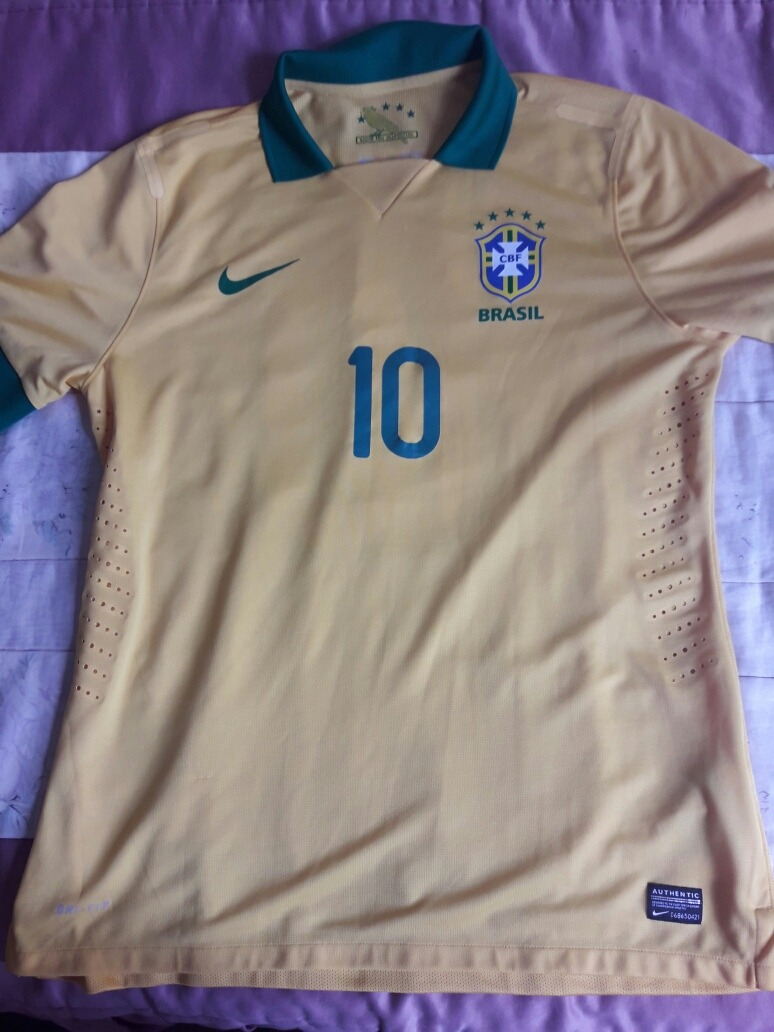 f8f61634aa camisa original nike seleção brasileira 2013. Carregando zoom.