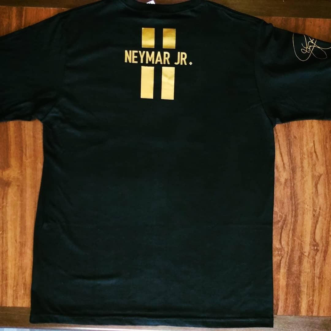 9f92576fbfe6e camisa selecao brasileira preta assinada neymar camiseta. Carregando zoom.