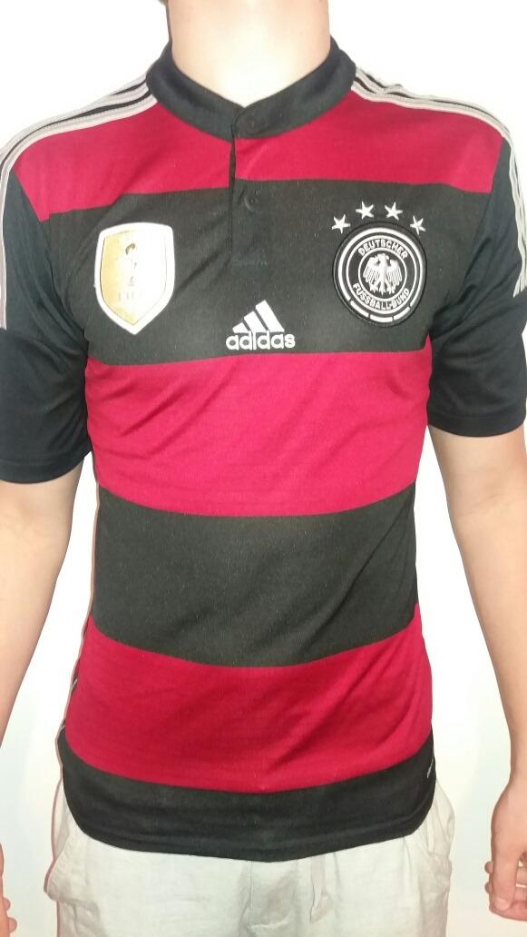 a6107976297c4 camisa seleção alemanha away rubro-negra - tamanho p. Carregando zoom.