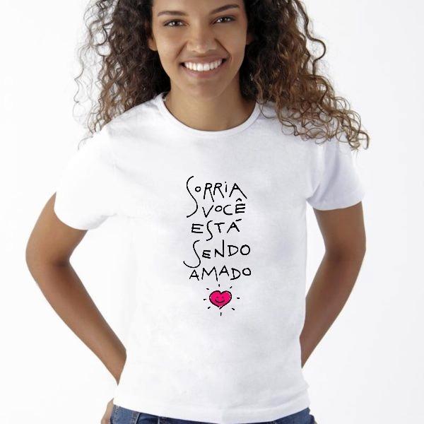 Camisa T-shirt Blusa Sorria Você Está Sendo Amado - R  19 e875ce0621d