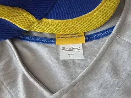 camisa y gorra de maga gris con amarillo usada