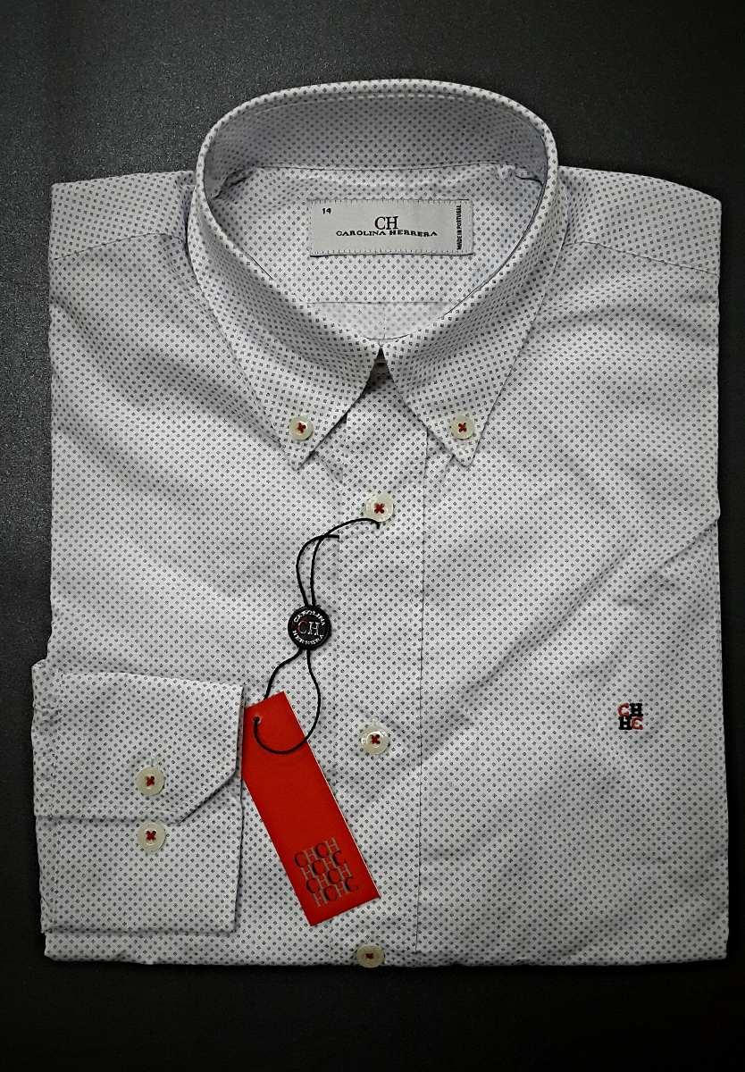 Así se usa una camisa blanca, según Carolina Herrera