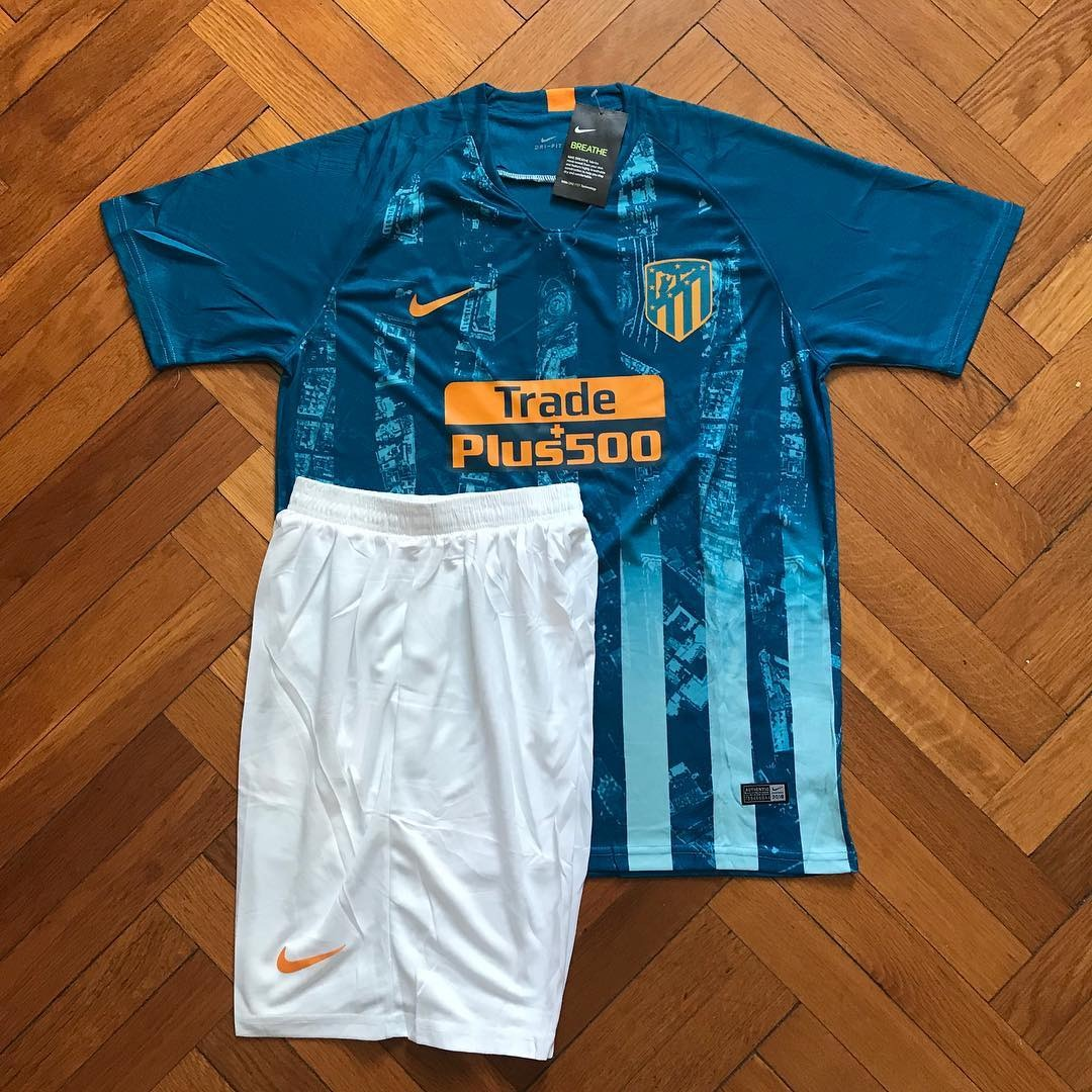f806ca7a248e8 camiseta atlético de madrid 2019 suplente y short original. Cargando zoom.