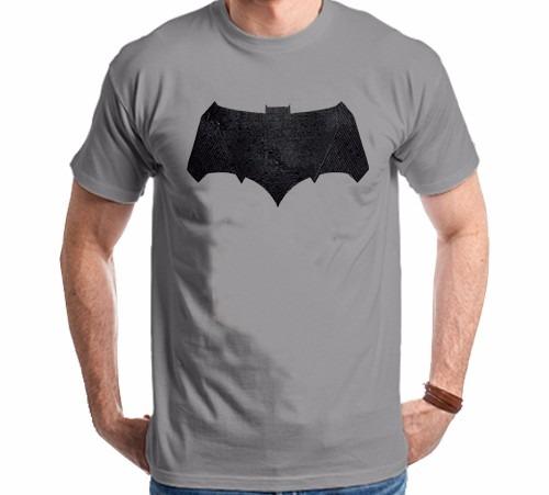 Camiseta Batman Vs Superman Batman Logo Relevo Fake - R  64 3eafeebb340bd