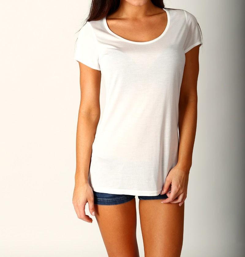 ce3d6e3349 camiseta blusinha lisa básica - gola canoa - decote u. Carregando zoom.