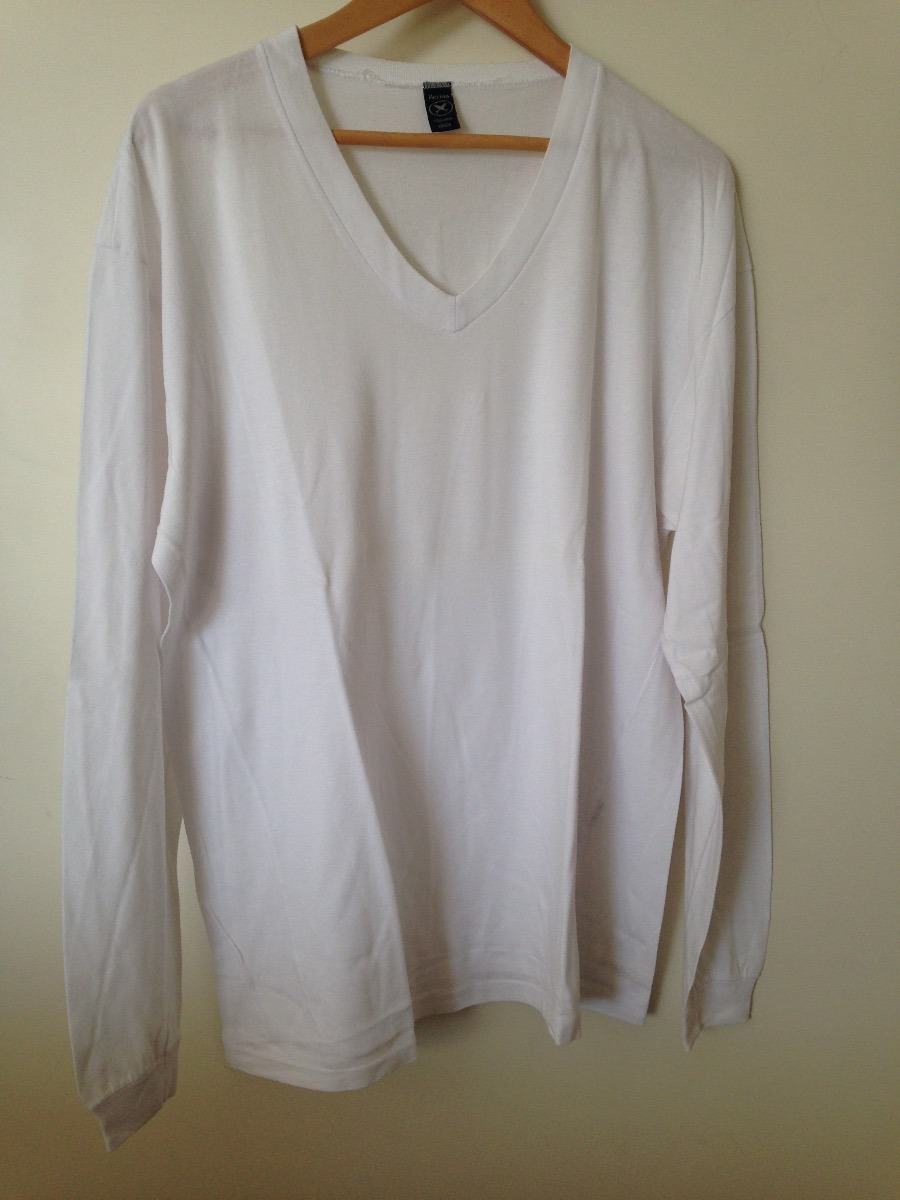 9b1d0743d8 camiseta branca   manga longa   gola v. Carregando zoom.