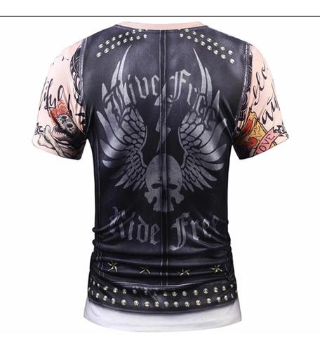 camiseta con diseño de tatuajes