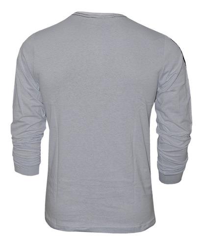 camiseta confecionada em malha micro furos
