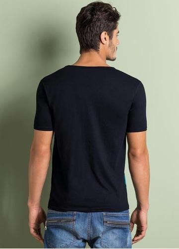 camiseta estampa listrada (preta e azul)