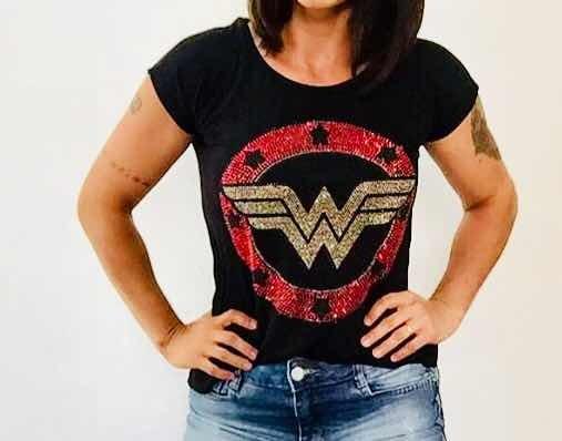 59b39b5c74 Camiseta Feminina Mulher Maravilha Com Strass - R  52