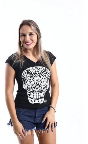 camiseta feminina preta caveira alto relevo