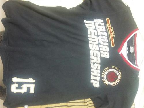 camiseta gola v kaiwaa preta