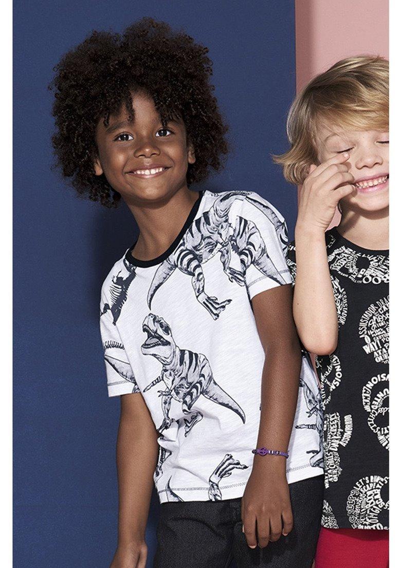 c7a33d141c4 camiseta infantil menino em malha de algodão puc 2h9m. Carregando zoom.