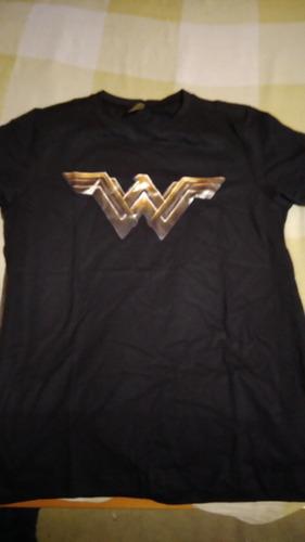 camiseta logo mulher maravilha