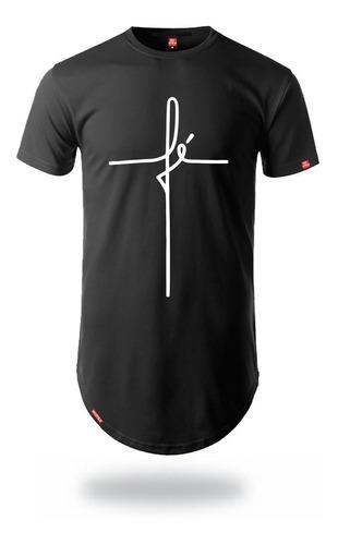 camiseta longline masculina estampa fé em formato de cruz